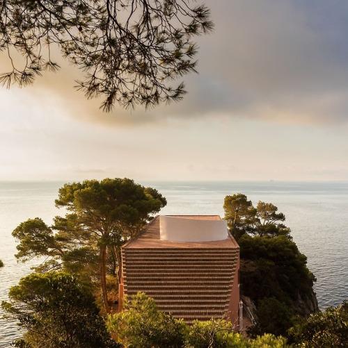 tumblr_p9uba80TSh1qfzymao4_500 just-good-design:  Malaparte house in Capri.Including some... Contemporary