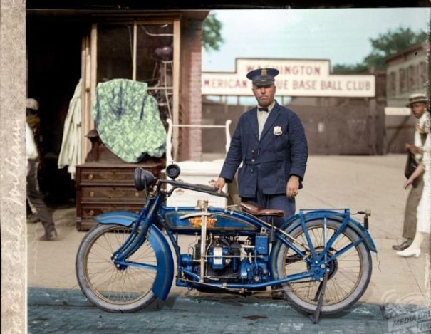 Ivid colorized images of the automobile and motorcycle from the ivid colorized images of the automobile and motorcycle from the early years of motoring history fandeluxe Gallery
