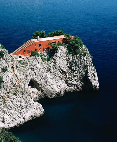 tumblr_p9uba80TSh1qfzymao6_500 just-good-design:  Malaparte house in Capri.Including some... Contemporary
