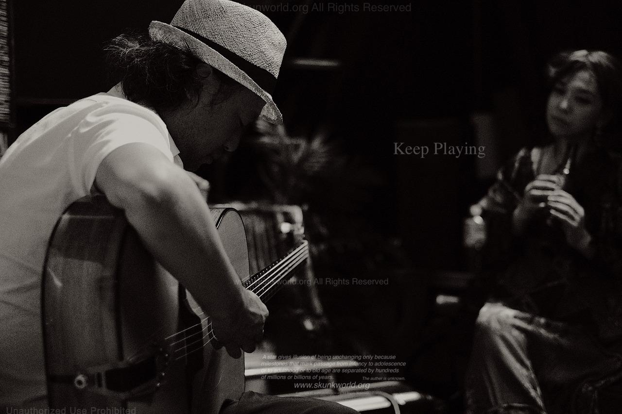 波多野 智高:guitar:HATANO, Tomotakahttp://tomohatano.tumblr.com/KYOKO:vocal Gypsy Jazz Summit 2018Vol.2「Keep Playing」会場 「コベントガーデン」大阪府 大阪市西区北堀江2-5-10 松枝ビル1階Tel 06-4391-3177open 14:00start 15:00¥4,000(1drink付き)●山本佳史トリオ●モンデュ●大阪ホット ジャズ カルテット●Zaza avec CafeManouche 伊藤淳介ゲスト Kyoko(vo) / 波多野智高(guitar)
