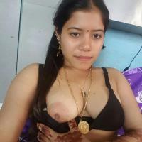 Sexy Indian bhabhi shows nude big boobs