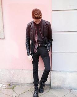 I'm so exited for the weekend! 🤗 I can't wait.. 😂😅 #blogger #blogger_de #fashionblogger #mensfashion #menstyle #streetstyle #streetwear #ootd #ootdmen #fashiondiary #menwithstyle #streetfashion #düsseldorf #liketkit (hier: Düsseldorfer Altstadt)