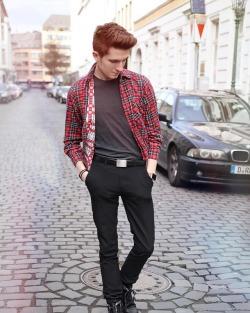 My day was a bit stressful.. ☀️ How was your day? 🤗 #blogger #blogger_de #fashionblogger #mensfashion #menstyle #streetstyle #streetwear #ootd #ootdmen #fashiondiary #menwithstyle #streetfashion #düsseldorf #liketkit (hier: Düsseldorf, Germany)