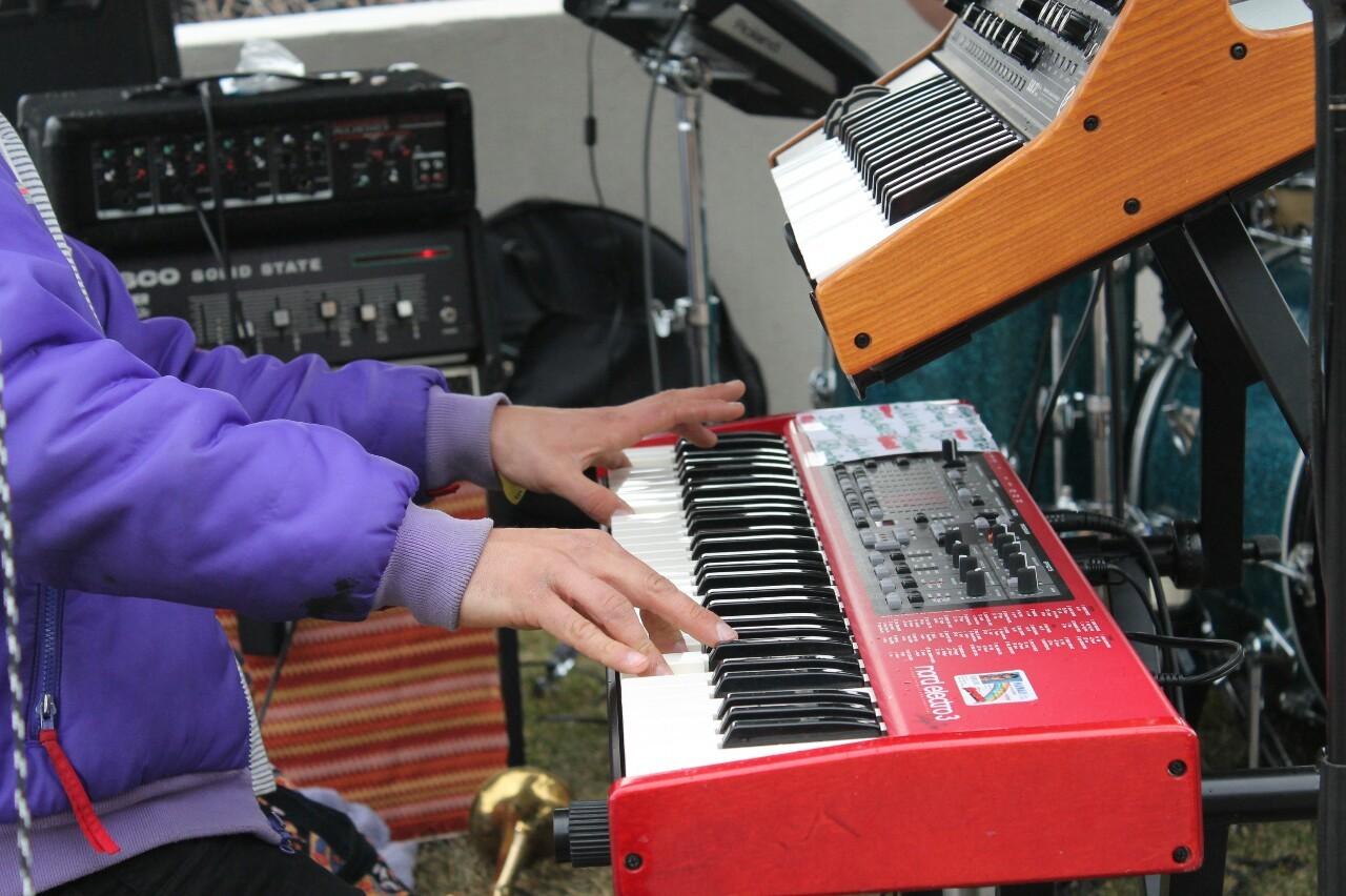 Growwler performing at Modern Camp.-lazharus