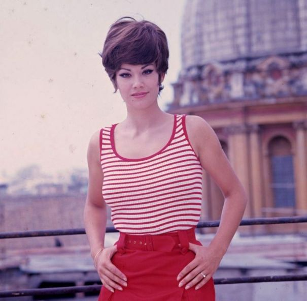 b528493bc4c5e 53 glamorous photos of Claudine Auger in the 1960s. – Vintage Stuff
