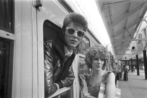0f7e27d0ad6 David Bowie with his wife Angie Bowie at Victoria Station before ...