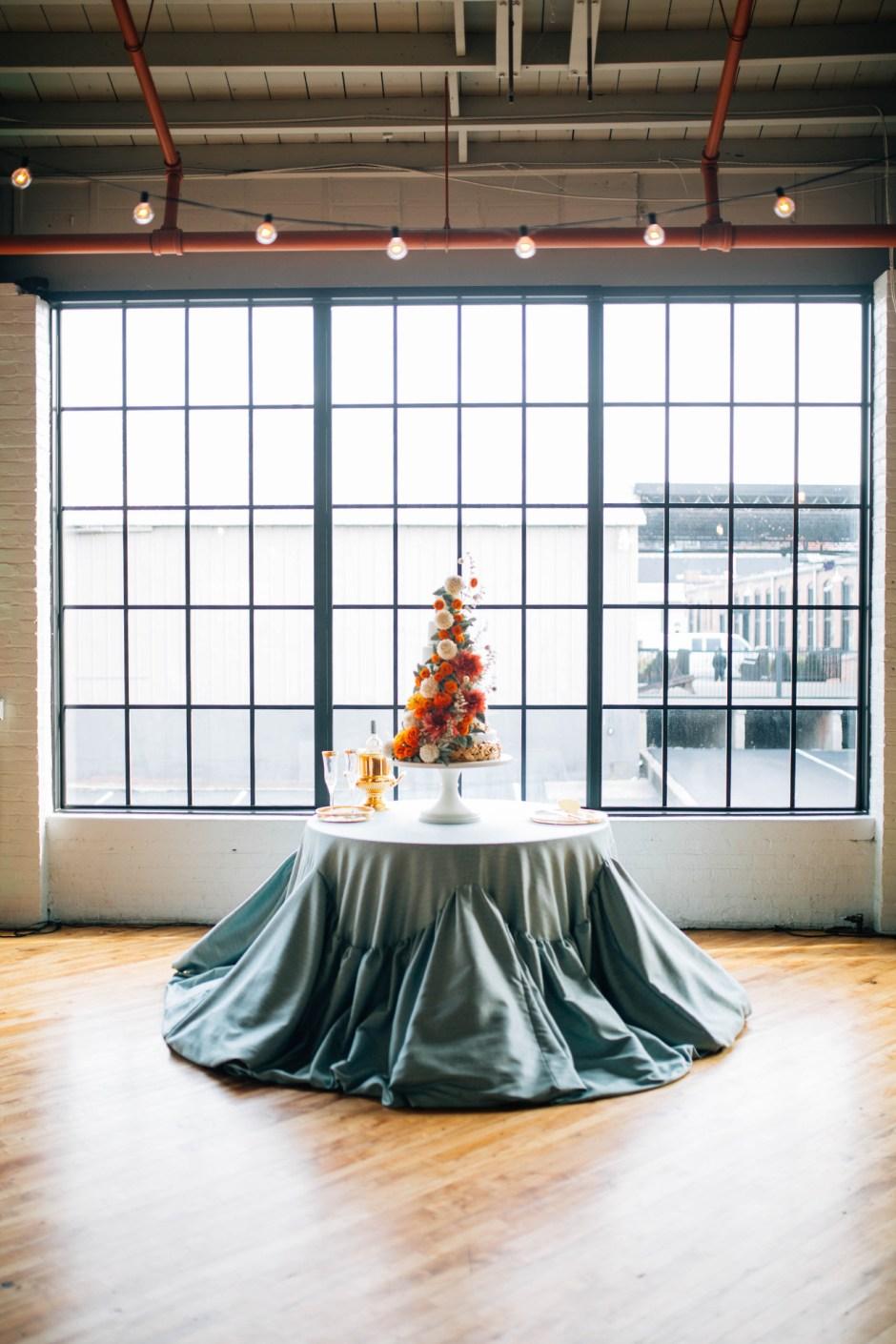 Fall Sugar Flower Wedding Cake I Mischief Maker Cakes #sugarflower #sugarflowerweddingcake #mischiefmakercakes #themischiefmaker #bemischievious #luxury #luxuryweddingcake #luxurywedding #dahlia