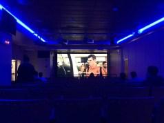 映画館のような部屋