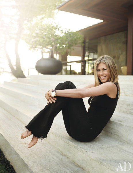 JENNIFER ANISTON AT HOME