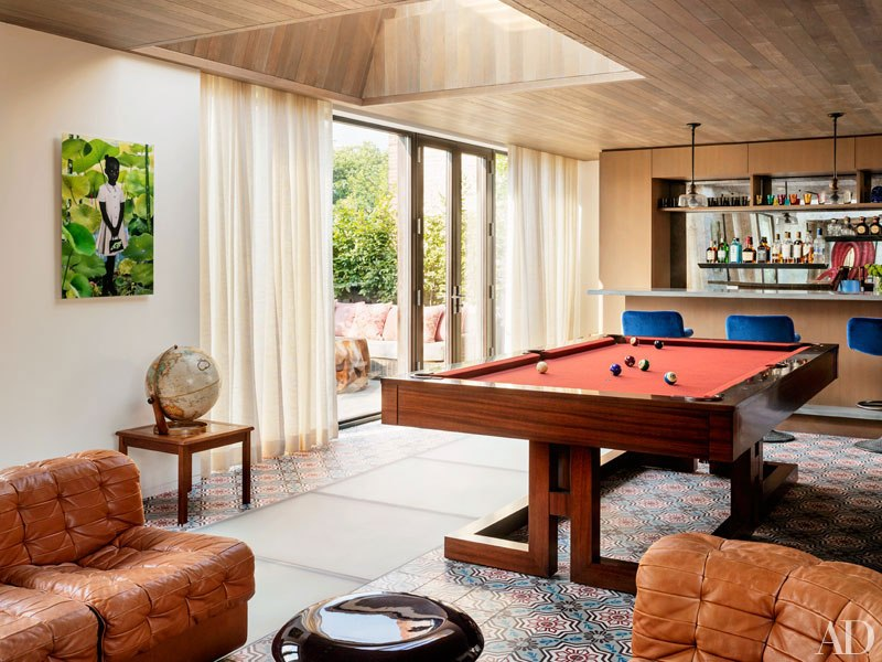 item7.rendition.slideshowWideVertical.laura-santos-1100-architect-manhattan-townhouse-12-billiards-room-lounge