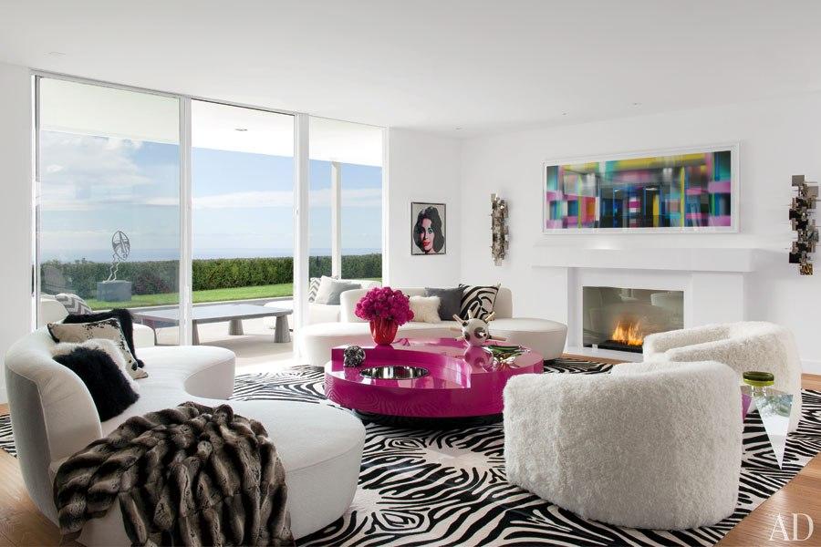 item1.rendition.slideshowHorizontal.elton-john-03-living-room