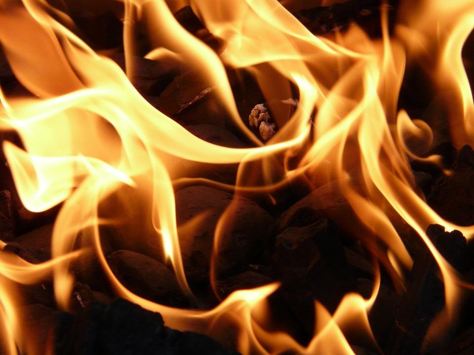 На окраине Рязани горели производственные отходы