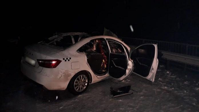 В Рязанской области такси врезалось в ограждение, погиб пассажир