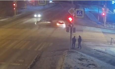 Момент жёсткого ДТП на Яблочкова попал на видео