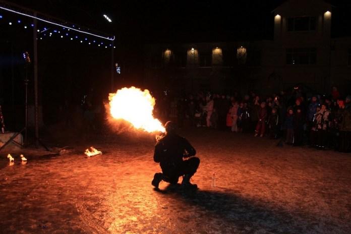 В Рыбном на Рождество зажгли огнём и играми