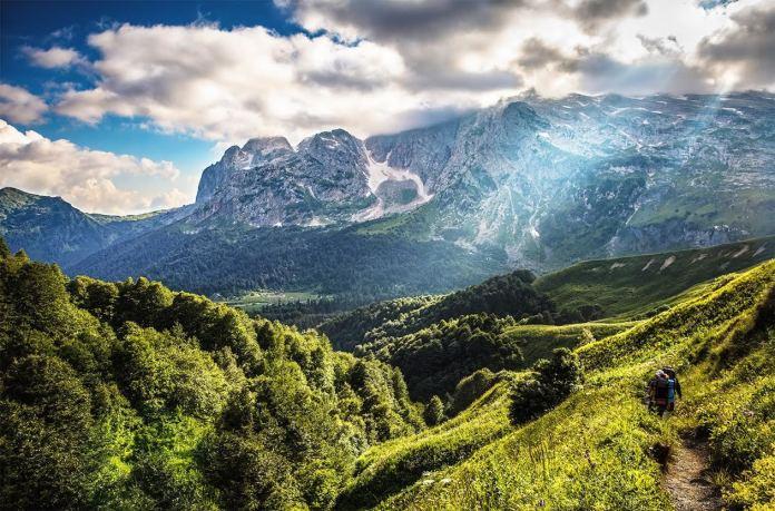 Туристка разбилась, делая селфи в горах Адыгеи