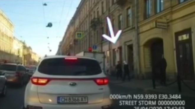 Парень избил скейтом прохожего в Петербурге