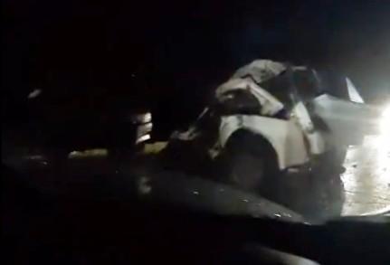 На выезде из Рязани легковушка превратилась в груду металла после столкновения с фурой