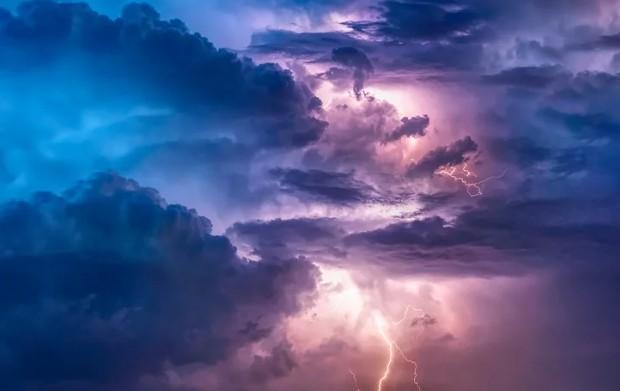 Костромичей предупредили об усилении ветра и грозе
