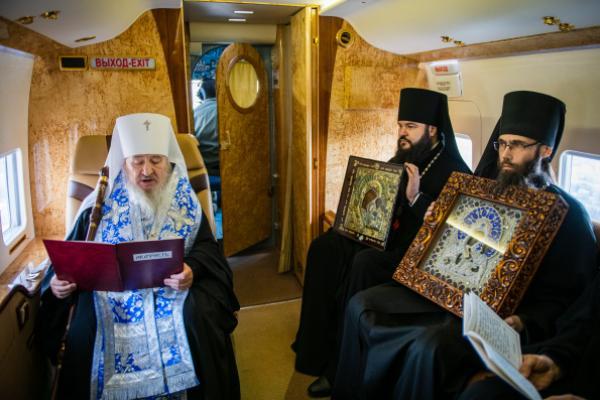 Митрополит Татарстана совершил воздушный крестный ход