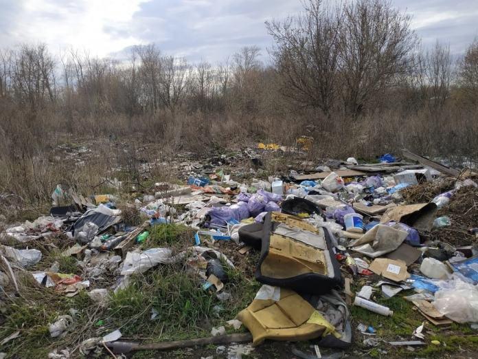 Рязанец пожаловался на несанкционированную свалку на окраине города