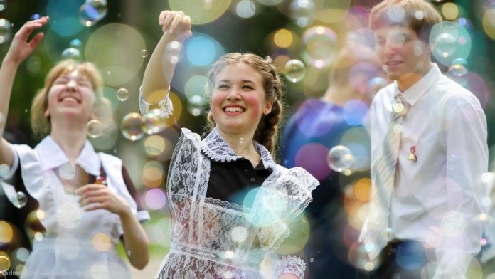 Последние звонки в школах Тюменской области начнутся с 17 мая