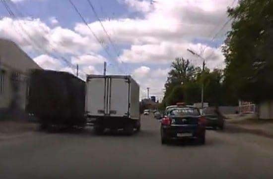 В Рязани водитель едва не устроил ДТП, чтобы наказать другого
