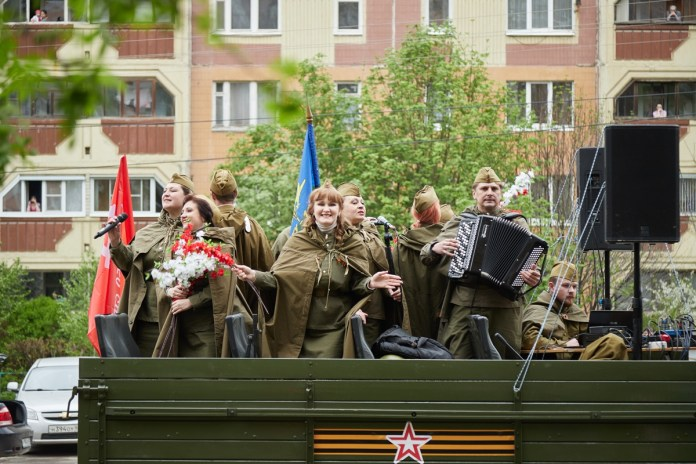 Появились кадры парада военной техники в Рязани