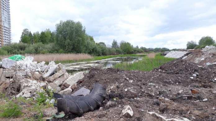 Мэрия Рязани прокомментировала свалку мусора в поле у «Премьера»