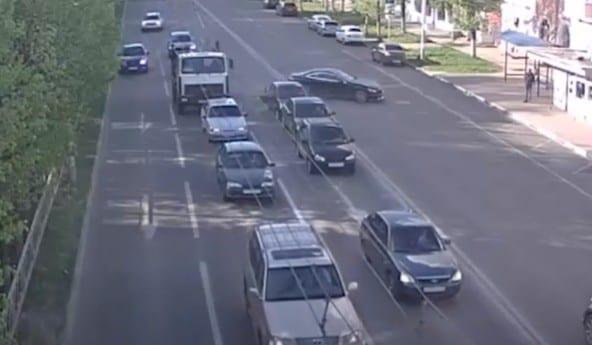 В Рязани водитель устроил массовое ДТП и сбежал