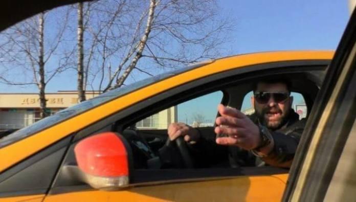 В Приморье таксист сломал руку медику домкратом