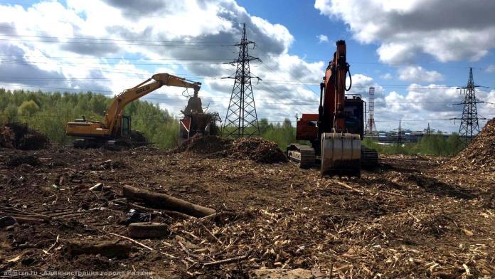 В Рязани продолжают расчищать свалку в районе Хамбушево