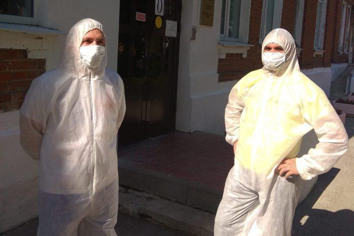 «Капитал МС» передал больнице имени Семашко защитные костюмы и бахилы