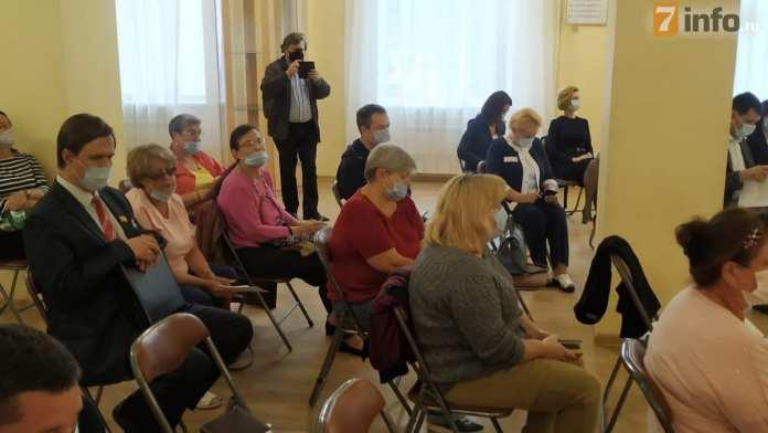 Администрация провела встречу с рязанцами по вопросу строительства дома на Фирсова