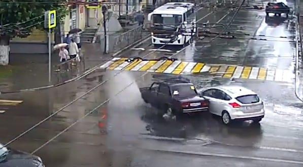 ДТП с пострадавшими на Циолковского в Рязани попало на видео
