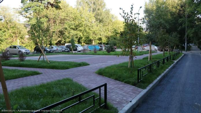 Елена Сорокина продолжает осматривать ремонт во дворах Рязани