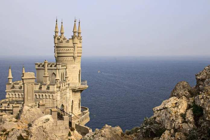 В августе в Крыму отдохнуло более 2 миллионов туристов