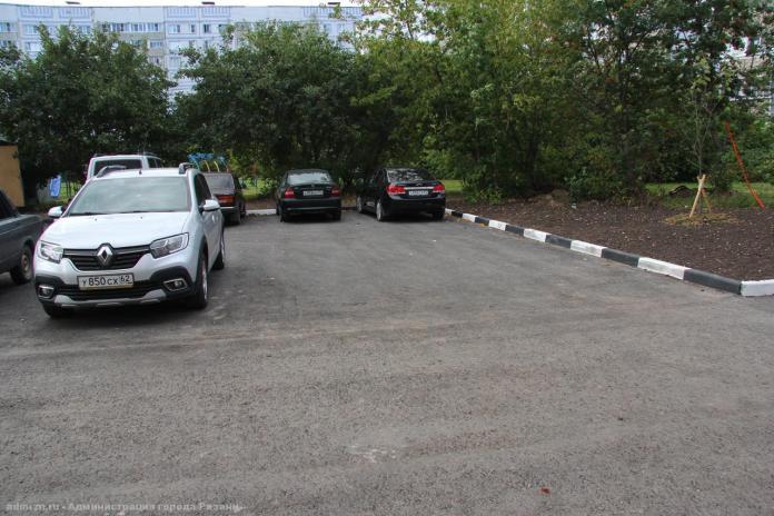 Завершается ремонт двора на улице Бирюзова