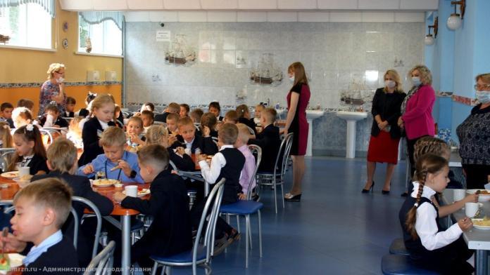 Надежда Штевнина проверила работу школьных столовых