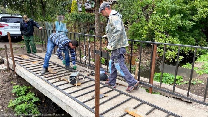 На улице Пойменной отремонтировали мост через ручей