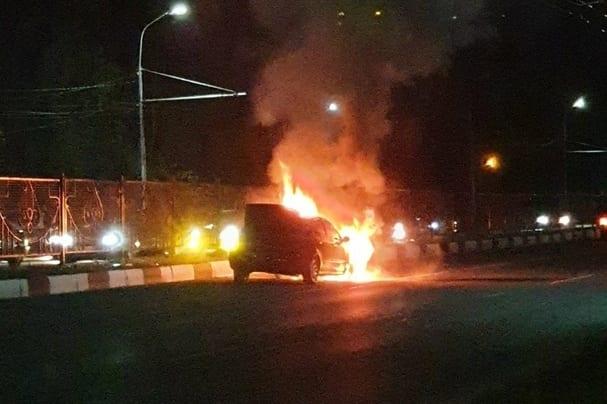 На Московском шоссе в Рязани сгорел автомобиль