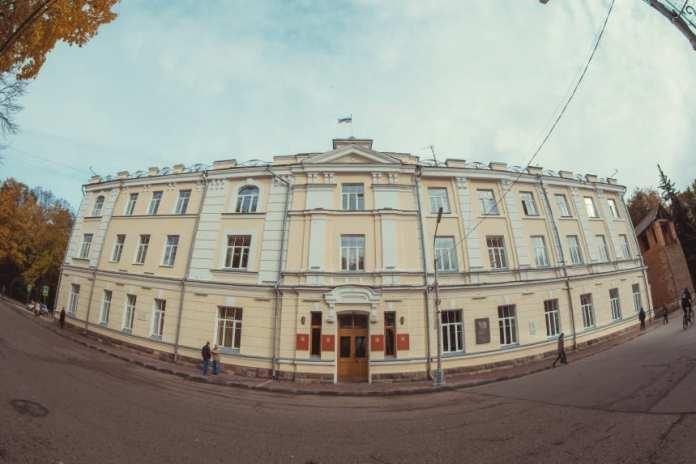 Мэр Смоленска уволил двух заместителей и главу управления