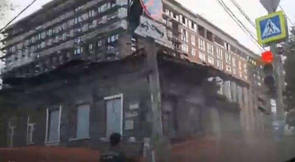 В Рязани сносят деревянный дом