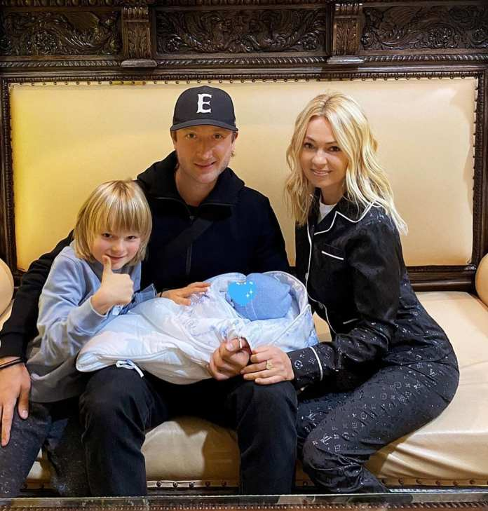 Суррогатная мать родила Плющенко и Рудковской второго ребенка
