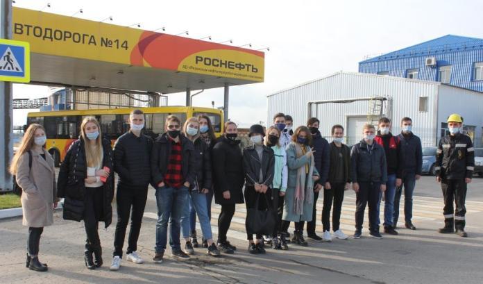 Будущие нефтехимики посетили с экскурсией рязанский нефтезавод