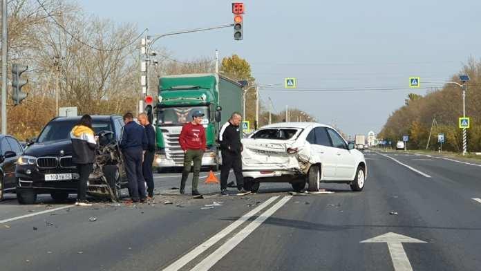Под Рязанью столкнулись Lada и BMW