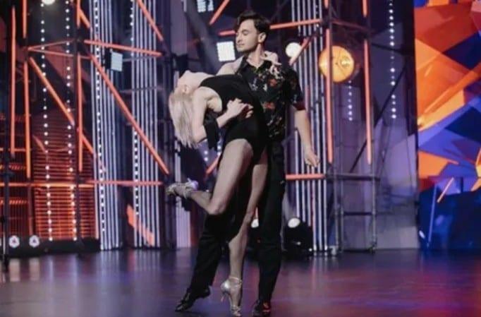 Участник из Рязани Максим Павлов выбыл из шоу «Танцы»