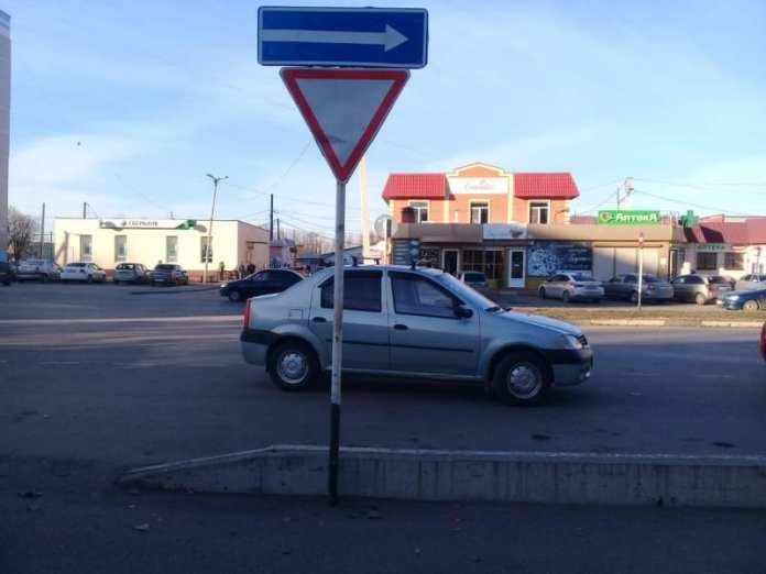 """В Сасове машина """"Рено Логан"""" во время движения задним ходом сбила 40-летнюю женщину"""