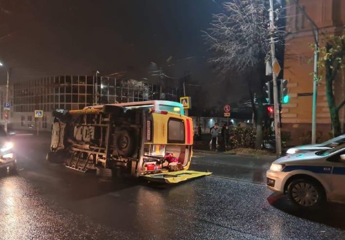 Опубликованы фото с места ДТП в Рязани, в котором погиб пациент скорой помощи