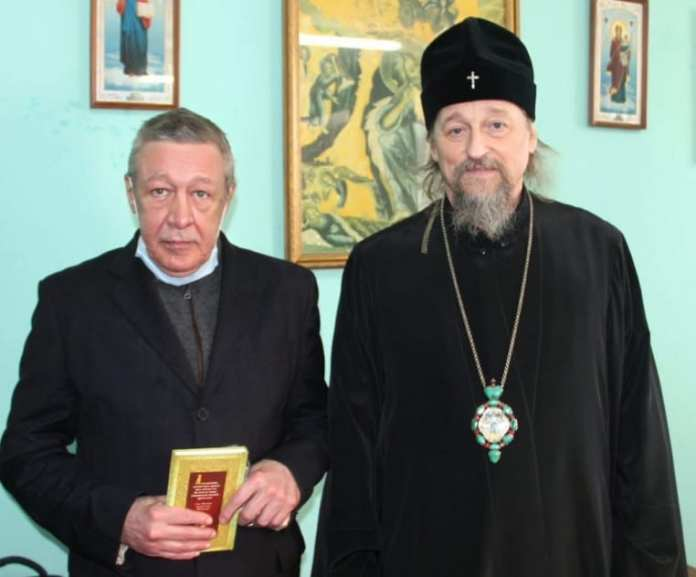Перед отправкой в колонию Ефремов попросил у священника молитвослов